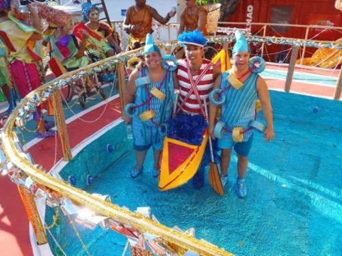 Natacao-Desfile-Escola-Embaixadores-da-Alegria-Carnaval-2012